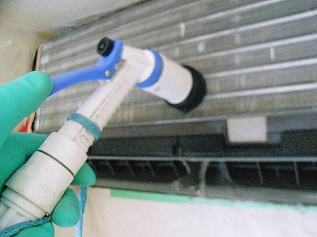 【実験】スリムな散水ホースでエアコンクリーニング