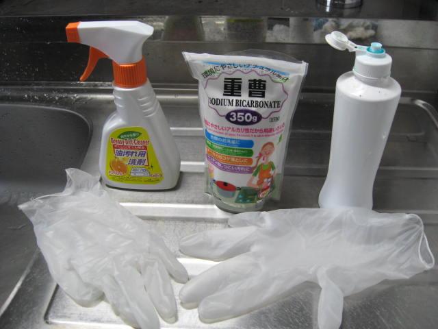 コンロ掃除に使う洗剤たち。