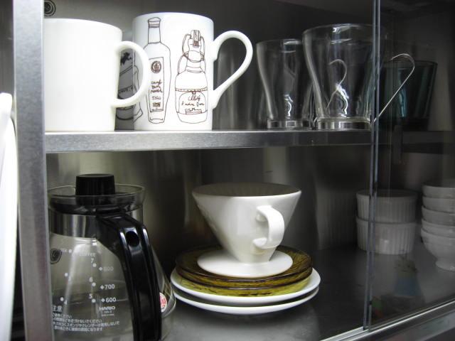食器棚を綺麗に整頓。