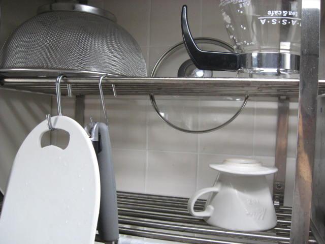 別の食器棚を掃除