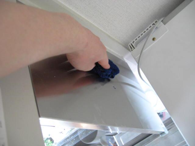 冷蔵庫の上部と電子レンジの掃除