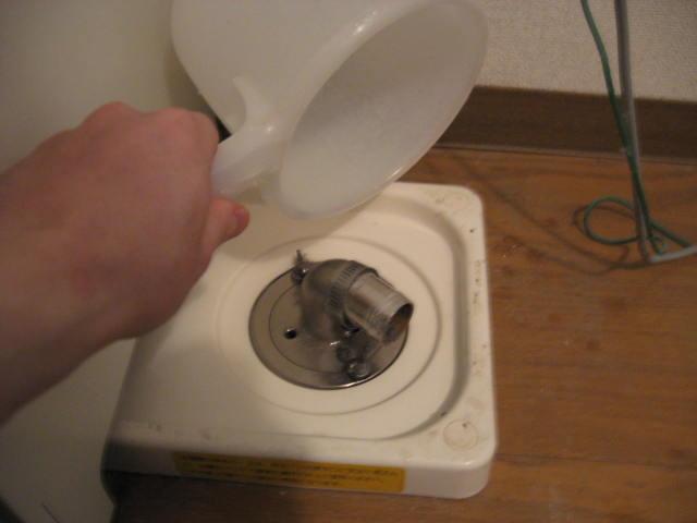 洗濯機の排水のところを掃除しました。