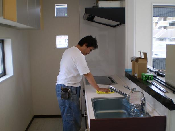 台所清掃中【クリーニングドクター】