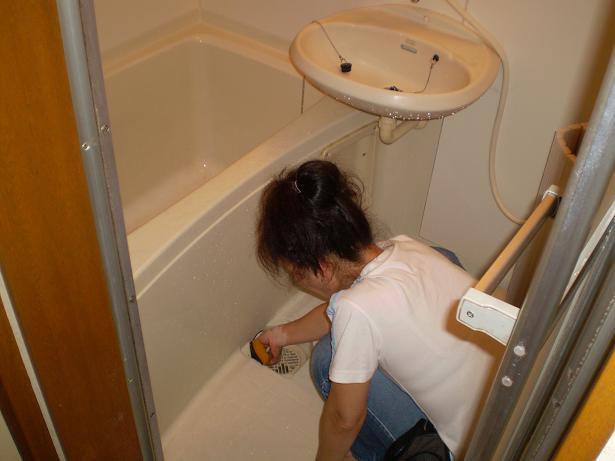 浴室清掃中【クリーニングドクター】