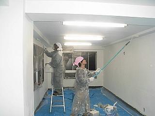 事務所のペンキ塗
