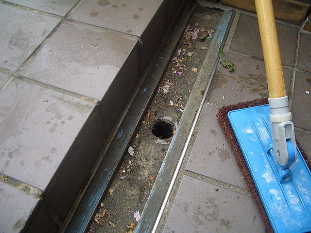 排水溝清掃前