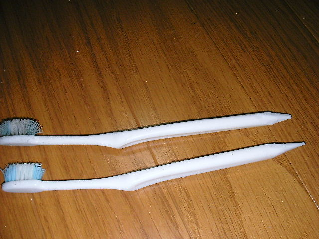 歯ブラシの柄を削る