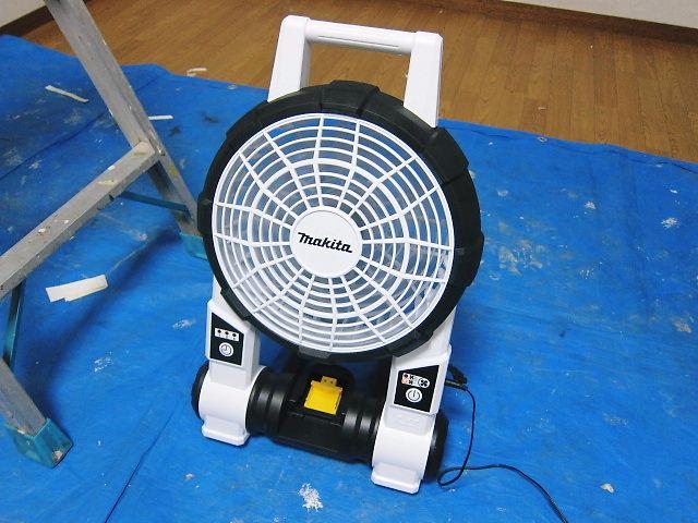 現場の暑さ対策用扇風機、これがうわさのマキタの扇風機CF201D