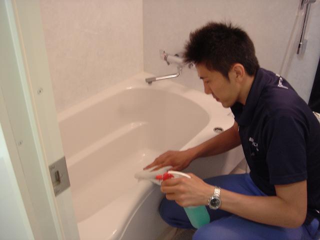 浴室清掃中 【ハウスクリン】