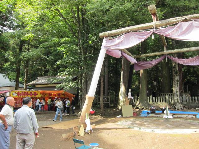 神社の秋祭りでの相撲会場