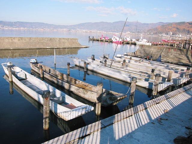 諏訪湖の漁船