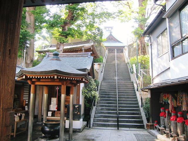 弘明寺へ続く石段